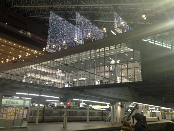 冬の夜の大阪駅