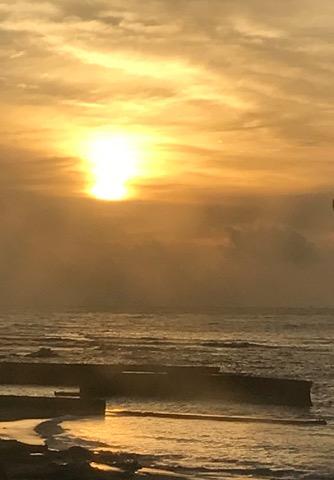 白浜・民宿の部屋から見た朝日
