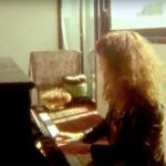 Charaの音楽で知るアップライトピアノの魅力