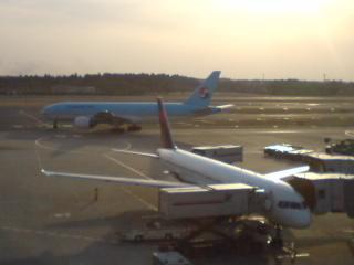 夕暮れの成田空港