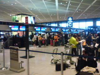 成田空港、搭乗手続き