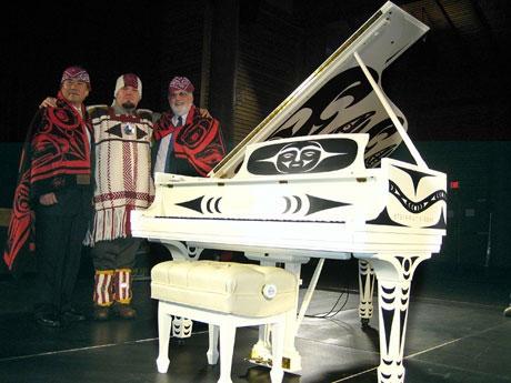 カナダ先住民とスタインウェイのコラボピアノ