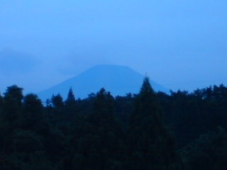 薄暮の大山