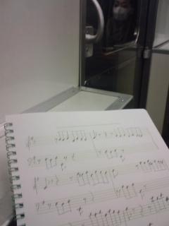 電車内で楽譜を写す