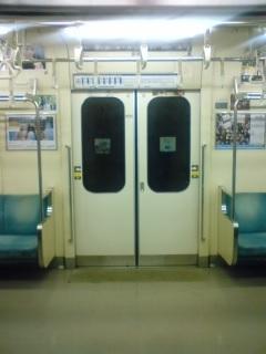 真夜中の回送列車