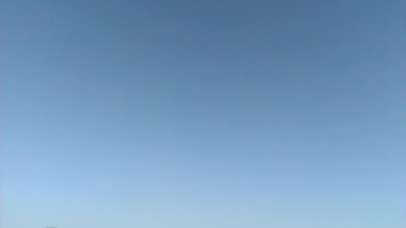 公園から見た青空
